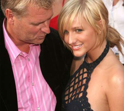 jessica simpsons big tits. tits with his eyes.