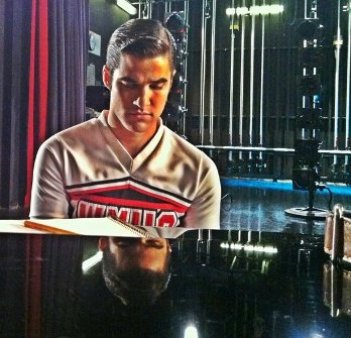 Glee-Blaine-cheerios.jpg
