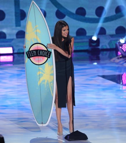 selena-gomez-teen-choice-breakup-song.jpg