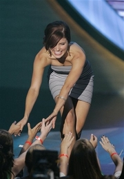 'One Tree Hill' Star Rules Teen Choice Awards